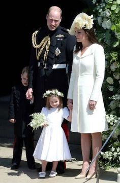May 2018 Prince Harry & Meghan Markle's Royal Wedding: The Duke and Duchess of Cambridge (AKA Prince William & wife Kate Middleton) with their 2 children Prince George and Princess Charlotte. Vestido Kate Middleton, Moda Kate Middleton, Style Kate Middleton, Kate Middleton Prince William, Prince William And Catherine, William Kate, Prince Henry, Harry And Meghan Wedding, Harry Et Meghan