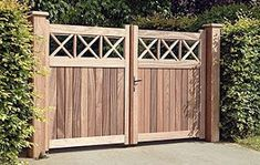50 Spectacular Wooden Gate Design Ideas for the Safety of Your Home - Modern Design Building A Wooden Gate, Wooden Garden Gate, Backyard Gates, Wooden Driveway Gates, Fence Gates, Gates For Driveways, Patio Gate Ideas, Driveway Fence, Wooden Fences