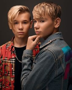 Why you guys are so dame hot Marcus Y Martinus, Bars And Melody, Celebrity Singers, Dream Boyfriend, Twin Boys, Twin Brothers, Funny Dog Memes, Perfect Boy, Big Love