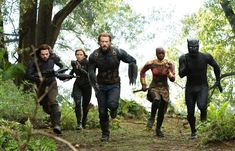 Last weekend, Avengers: Infinity War still photographer Chuck Zlotnick shared over twenty stunning never-before-seen images from the Marvel blockbuster, highlighting some of the film's biggest moments. Nick Fury, Clint Barton, Dc Movies, Marvel Movies, Superhero Movies, Marvel Actors, Marvel Characters, Tom Cruise, Robert Downey Jr