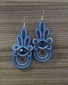 Outfit in shades of blue 💙 Boho Jewelry, Beaded Jewelry, Handmade Jewelry, Fashion Jewelry, Blue Earrings, Tassel Earrings, Drop Earrings, Soutache Necklace, Shibori