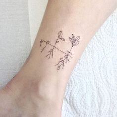 Zarte Feminine Tattoos von Schönheit Legt Alencar