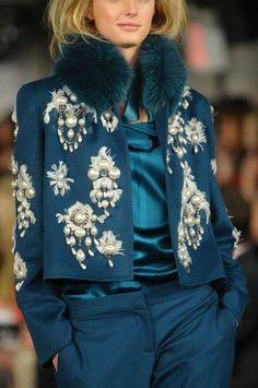 Fabulous Oscar de la Renta at New York Fashion Week Fall 2012 - Details Runway Photos Fashion Mode, Fashion Week, New York Fashion, High Fashion, Fashion Show, Womens Fashion, Fashion Trends, Winter Fashion, Chanel Fashion