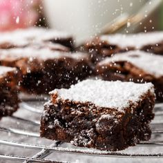 Here are some quick and easy no-bake desserts' recipes for cakes, cookies, brownies, cheesecakes and more that you should try at home. Desserts Menu, Easy No Bake Desserts, Sweet Recipes, Cake Recipes, Dessert Recipes, Baking Recipes, Food Cakes, Dessert Bars, Ice Cream Bread