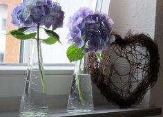 Hortensien auf der Fensterbank , Tags Fensterbank + Herz + Hortensie + Deko Fensterbank
