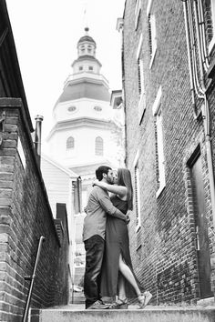 Downtown Annapolis Engagement Pictures with the State Capitol in the background by Natalie Franke Photography. http://www.nataliefranke.com/2016/05/historic-downtown-annapolis-engagement-pictures/