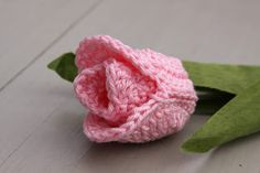 This beautiful tulip will never wither. By Handmade by Jolandaa. Free pattern (use translate for English)