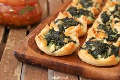 Mini spinach and Cheese puff pastry -Tasty, and addictive spinach bites! Kashkaval Cheese, Cheese Pastry, Spinach And Cheese, Grated Cheese, Appetisers, No Bake Cake, Food And Drink, Cooking Recipes, Tasty