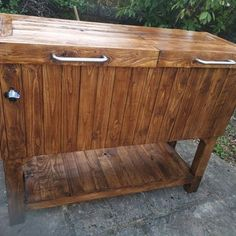 Awesome Rustic Cooler From Broken Refrigerator and Pallets : 11 Steps (with Pictures) - Instructables Wood Cooler, Patio Cooler, Diy Cooler, Cooler Cart, Outdoor Refrigerator, Refrigerator Cooler, Diy Outdoor Furniture, Diy Furniture Projects, House Projects