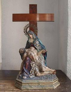 ●measurement: TOTAL H;26.7 inch(included cross), STATUE;17.3 inch(included halo), 16.1 inch(without halo) PEDESTAL;9.8 inch×1.1 inch, 6.100 lb TOTAL H;68 cm(included cross), STATUE;44 cm(included halo), 41 cm(without halo) PEDESTAL;25 cm×33 cm, 2770g ●material: pulp paste, wood, bass,