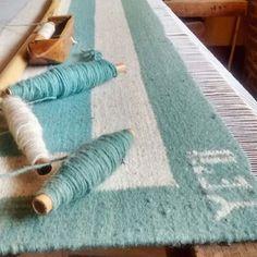 Tejiendo una nueva colección✨ Espérenla, muy pronto la presentaré Weaving new rugs for our new collection! Coming soon! So greatful #yeiimexico#tapetes#lana#wool#rugs#newcollection#projects#artwork#artetextil#grateful#compralocal#yocompromexicano#inspo#kiddos#diseñomexicano#artesanos#fairtrade#colourpalette#handmade#handwoven#hechoamano#hechoenmexico#madeinmexico