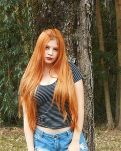 Quem vê pensa que é brava haha Long Red Hair, Very Long Hair, Freckles Girl, Gorgeous Redhead, Ginger Girls, Redhead Girl, Beautiful Long Hair, Female Bodies, Lady In Red