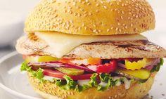 Ce sandwich de poulet mariné à la bière est digne de premiers prix de concours.