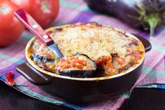 Try this recipe for traditional Italian-style eggplant Parmesan (Parmigiana di melanzane). It's a hearty side dish or great meatless/vegetarian main. Greek Recipes, Italian Recipes, Low Carb Recipes, Cooking Recipes, Greek Dishes, Eggplant Parmesan, Vegetarian Recipes Dinner, Dinner Recipes, Healthy Recipes