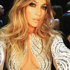 Jennifer Lopez's Trick for Taking Perfect Selfies Is Kind of Brilliant via @WhoWhatWear