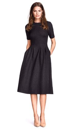 rochita verde ◆ allure style look robe noire black dress kleid chic glamour classic mode fashion Pretty Dresses, Beautiful Dresses, Long Dresses, Simple Dresses, Casual Dresses, Formal Dresses, Classic Dresses, Classic Black Dress, Simple Black Dress