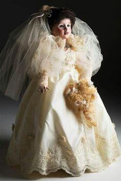 "RARE Wendy Lawton porcelain bride doll ""She Walks in Beauty"" Bridal Lingerie, Bridal Gowns, Vintage Porcelain Dolls, She Walks In Beauty, Bride Dolls, Madame Alexander, Doll Patterns, Beautiful Bride, Art Dolls"