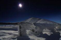Fot. Piotr TrachtaNocne zdjęcie Śnieżki widzianej z okolic Domu Śląskiego
