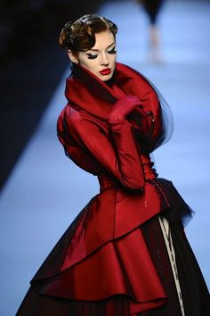 Elegance captured by Christian Dior. It would be great to  have a day in a beautiful dress like this.