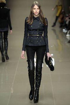 Burberry Prorsum Fall 2010 Ready-to-Wear Collection - Vogue Fashion Brand, High Fashion, Fashion Show, Fashion Outfits, Street Fashion, Fall Outfits, Burberry Prorsum, Runway Fashion, Fashion Beauty