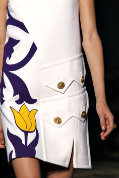 Versace Fall 2011 Ready-to-Wear Collection Photos - Vogue