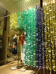 i heart interiors: Anthropologie Window Display - Cascading Circles by lovejacquelyn Window Display Retail, Retail Windows, Display Windows, Store Windows, Anthropologie Display, Snow Decorations, Visual Display, Store Displays, Window Design