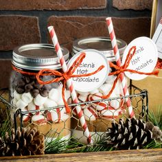 Looking for a last minute gift idea? These hot-coco-in-a-mason-jar gifts will be a sweet treat!