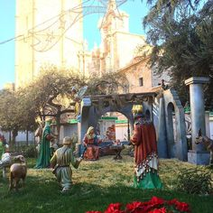 Christmas holidays aint over yet in valencia! Tonight the three kings parade and Tomorow it is time for gifts and eating roscon de Reyes. Møre about this holiday on my newest blogpost. #valencia #vlc #valenciagram #comunidadvalencia #valenciagrafias #lovevalencia #toursinvalencia #roscondereyes #reyesmagos #threekings
