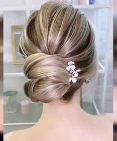 Welcome To Our Channel, Enjoy the best videos and tutorials in the world about: Hairstyles Haircuts for women Interior design ideas Dessert DIY ideas ** Cont. Bun Hairstyles For Long Hair, Bride Hairstyles, Hair Up Styles, Medium Hair Styles, Short Thin Hair, Bridal Hair Updo, Bridal Makeup Looks, Grunge Hair, Hair Videos