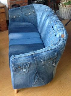 A sofa made of jeans - Diy Craft Ideas 35 ridiculous diy fails that are so terrible Ein Sofa aus Jeans - just luxus Random Super Pictures From The Interweb 569 - Wtf Gallery Blue Jean Couch: This looks really comfy. I wonder if you can store stuff in the Jean Crafts, Denim Crafts, Upcycled Crafts, Repurposed, Diy Jeans, Diy With Jeans, Denim Furniture, Upcycled Furniture, Furniture Ideas