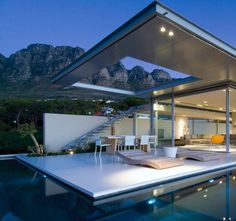 Beautifully designed home near Cape Town with open roof and ajoint pool
