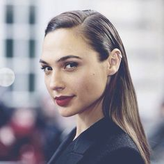 I feel like I have a similar hairline as Gal Gadot. Maybe one day I'll be daring enough to do the slicked-back look. Beautiful People, Beautiful Women, Gal Gadot Wonder Woman, Dark Lips, Gal Pal, New Hair, Beauty Makeup, Celebrities, Instagram