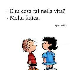 E tu cosa fai nella vita? Lucy Van Pelt, Italian Humor, Snoopy Love, Good Mood, Charlie Brown, Vignettes, Cool Words, Decir No, Favorite Quotes