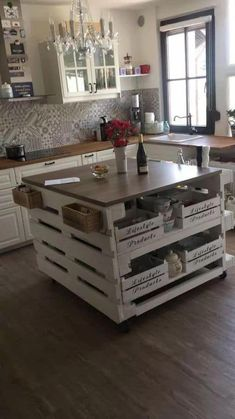 Home Decor Kitchen, Kitchen Furniture, Pallet Kitchen Island, Kitchen Islands, Kitchen Island Made Out Of Pallets, Diy Pallet Furniture, Rustic Furniture, Küchen Design, Kitchen Styling