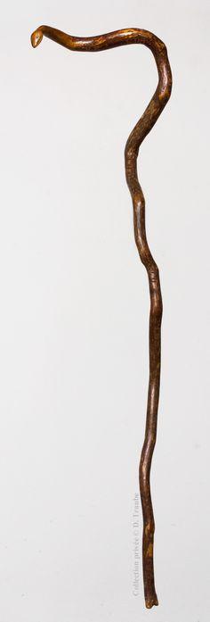 Canne naturelle monoxyle choisie pour sa forme rappelant celle du serpent - Seule la tête est sculptée - XIXème siècle