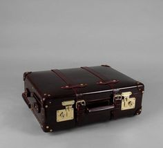 USA destination for Globe-Trotter Luggage. The suitcase with wheels and  trolley handle 4e321e3634e5