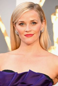 Reese Witherspoon's statement blush packed a punch on the Oscars red carpet.