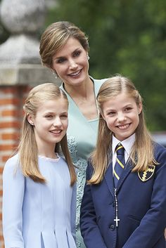 - Photo - Queen Letizia of Spain and King Felipe watched with pride as their daughter Princess Sofia had her First Communion at the parrish church Our Lady of Assumption in Madrid Princess Of Spain, Princess Sofia, Princesa Real, Spanish Royalty, Spanish Royal Family, Save The Queen, Queen Letizia, Happy Women, Special People