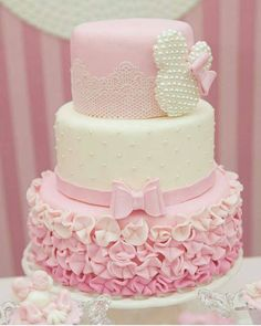 Today's post is about wonderful cakes in the Minnie Rosa version! Baby Cakes, Girl Cakes, Baby Shower Cakes, Cupcake Cakes, Minnie Birthday, Birthday Cake Girls, Birthday Parties, Bolo Minnie, Minnie Mouse Cake