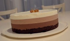 Tort cu trei feluri de ciocolata - Rețete Papa Bun Rainbow Cheesecake, Mousse, Cake Bars, Sweet Tarts, Homemade Cakes, Cheesecake Recipes, Sweets, Cookies, Healthy