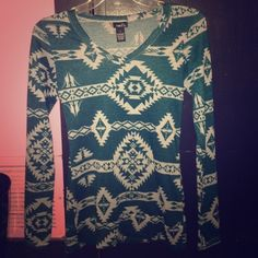 Long sleeve shirt Dark Green v neck w// off white tribal print. Size small. Stretchy material. Rue 21 Tops Tees - Long Sleeve