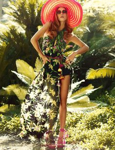 Malgosia Bela - Photographed by Greg Kadel (Numéro April Natalie Clifford Barney, Tropical Fashion, Tropical Style, Beach Fashion, Style Fashion, High Fashion, Tropical Heat, Tropical Prints, Fashion Pics