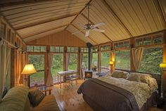 A Rustic Retreat In The Hills Of Wisconsin posted in Tiny House	on Dec 24, 2014 by	Michael Janzen.......Tiny-Cabin-The-Glass-Cabin-Candlewood-Interior-Humble-Homes