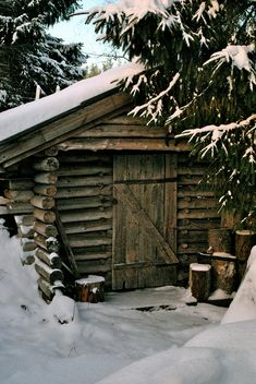 Very rustic log cabin! Old Cabins, Log Cabin Homes, Cabins And Cottages, Rustic Cabins, Winter Cabin, Cozy Cabin, Snow Cabin, Cozy Winter, Little Cabin