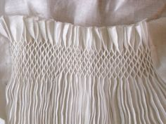 Medieval Silkwork, Smocked apron tutorials~ I love smocks :) Fabric Manipulation Techniques, Textiles Techniques, Embroidery Techniques, Sewing Techniques, Smocking Plates, Smocking Patterns, Sewing Patterns, Punto Smok, Apron Tutorial