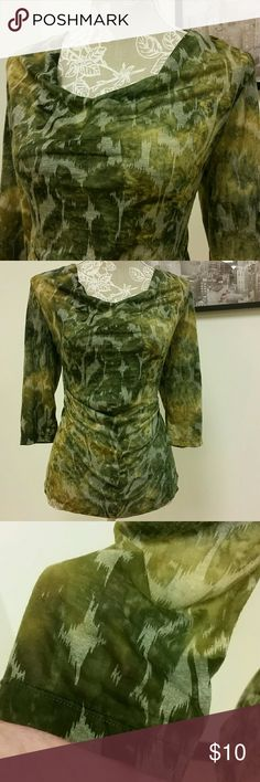 """Green Top Claudia Ev size large top, 70% rayon 30% polyester 25"""" long, 20.5"""" flat bust. A little sheer, and pilling at underarms shown. Claudia Ev Tops Tees - Short Sleeve"""
