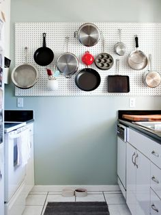 peg board in the kitchen is not a bad idea!