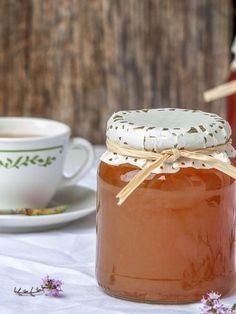 French Recipes 97737 Take advantage of the flowering thyme to prepare a thyme jelly that will find its place in desserts such as savory dishes. A wonder of perfumes. Vegetable Drinks, French Food, Savoury Dishes, Sweet Recipes, French Recipes, Dessert Recipes, Food And Drink, Yummy Food, Homemade