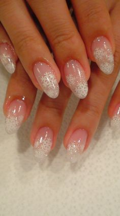 Don't like the pointy nails but love the snow flakes.