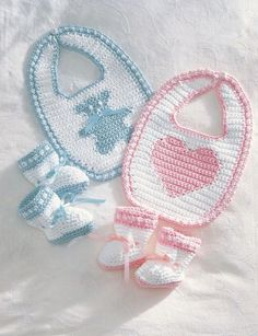 For Christines baby! Free Crochet Baby Booties and Bib Pattern. Crochet Baby Bibs, Crochet Baby Clothes, Crochet For Kids, Baby Blanket Crochet, Crochet Yarn, Baby Knitting, Free Crochet, Free Knitting, Booties Crochet